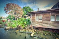 Bretterbude-Elendsviertelhaus der Weinlese altes nahe Malakka-Fluss Lizenzfreies Stockbild