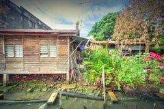 Bretterbude-Elendsviertelhaus der Weinlese altes nahe Malakka-Fluss Lizenzfreie Stockfotografie