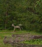 Bretterzaun durch Felder, Provinz, hölzerner Stier lizenzfreie stockfotografie