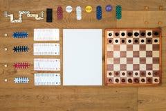 Brettspiel und spielender Hintergrund mit Kopienraum Stockfoto