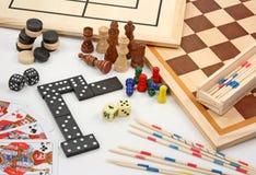 Brettspiele auf Weiß Stockfotografie
