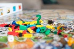 Brettspielkonzept mit Fragezeichen lizenzfreie stockbilder