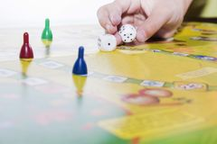 Brettspielspielzahlen und -doppeltes würfelt stockfotos