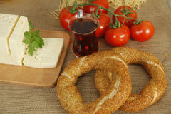Bretzel et tomate Photo stock