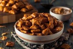 Bretzel salé organique de beurre d'arachide Photographie stock libre de droits