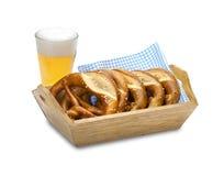 Bretzel und Bier Lizenzfreie Stockbilder