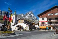Breuil-Cervinia, городок горы туристский, monucipality Аосты ` Valtournenche Valle d, известная зима и станция катания на лыжах л стоковые фотографии rf