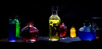 Breuvages magiques magiques de couleur Photos libres de droits
