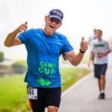 BREVARD, NC 28 de maio de 2016 Agnus Graham, Brevard, NC, corre na raça branca do esquilo com sobre os 350 corredores em Brevard, Fotos de Stock Royalty Free