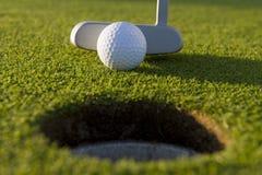 Breve Putt di golf Fotografia Stock Libera da Diritti