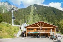 Brevent滑雪区域的收银处在夏季的,夏慕尼 免版税库存图片