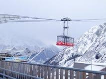 Brevent kabelbil på bergområde av Chamonix royaltyfri foto