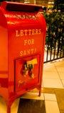 Brevlåda för önskelista för jultomten` s för alla bra pyser och flickor arkivfoton