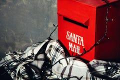 Brevlåda till jultomten Arkivfoto