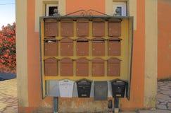 Brevlådor bokstavsaskar, postboxes Fotografering för Bildbyråer