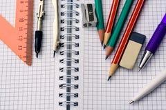 Brevpapper- och anteckningsboknärbild Begrepp - lära, skola royaltyfri foto