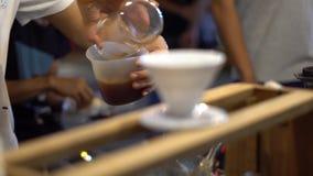 Brew на уличном рынке в Таиланде справедливо Свет ночи яркий акции видеоматериалы