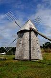 Brewster, mA: Mulino a vento del XVIII secolo dell'azienda agricola di Higgins Fotografia Stock