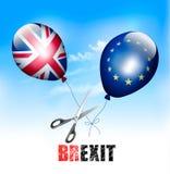Brexit概念 切开欧盟和英国气球的剪刀 库存照片
