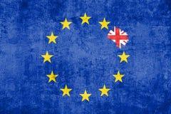 Brexit蓝色欧盟欧盟在与里面橡皮擦作用和英国旗子的难看的东西纹理下垂 免版税图库摄影