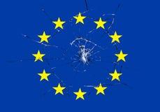 Brexit, łamający szklany skutek na europejczyk flaga, Schengen eurozone kryzys Obrazy Royalty Free