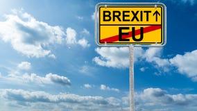 Brexit - дорожный знак Великобритания, Европейский союз - с небом и Стоковое Изображение