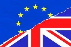 Brexit半蓝色欧盟欧盟下垂和在被剥去的被撕毁的纸的半英国英国英国旗子 免版税图库摄影