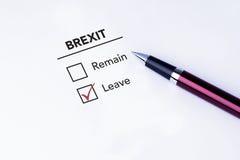 在事假复选框安置的壁虱在Brexit形式 免版税库存照片