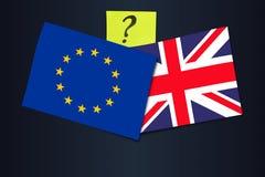 Brexit-Abstimmung und Vereinbarung - Abkommen oder kein Abkommen? Flaggen der EU und des Vereinigten Königreichs mit einem Fragez stockfotografie
