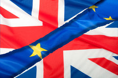 Brexit - avskilda flaggor av europeisk union och Förenade kungariket Arkivfoton