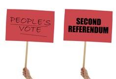 BREXIT-banners, aanplakbiljetten op wit ter beschikking worden geïsoleerd dat Blijf, tweede referendum stock foto