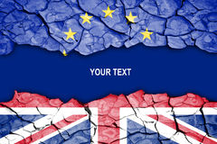 Brexit, barst tussen vlaggen van het UK en de EU Stock Foto
