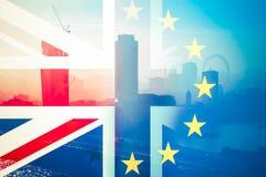 Brexit begrepp - Union Jack flagga och iconic UK-gränsmärken royaltyfri illustrationer