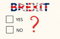 Brexit folkomröstningbegrepp - ett papper med checkboxes för att rösta ja eller inte och Brexit inskrift på den brittiska flaggan stock illustrationer