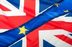 Brexit - getrennte Flaggen der Europäischer Gemeinschaft und des Vereinigten Königreichs Stockfotos