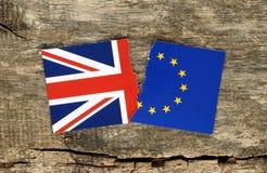 Brexit-Konzept, Hälfte von EU und Großbritannien-Flaggen stockfotos