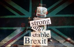 Brexit kuggningbegrepp royaltyfria foton