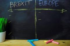 Brexit oder Europa geschrieben mit Farbkreidekonzept auf die Tafel lizenzfreie stockfotografie