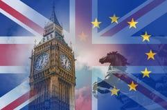 Brexit pojęcie Zegarowy wierza domy parlament, Big Ben, Z flagami Union Jack i E U nad płatowatym dalej zdjęcie royalty free