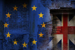 Brexit, vlaggen van de Europese Unie en het Verenigd Koninkrijk als ov Royalty-vrije Stock Fotografie