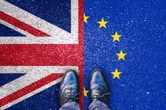 Brexit, vlaggen van het Verenigd Koninkrijk en de Europese Unie op asfaltweg royalty-vrije stock foto