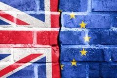 Brexit, Vlaggen van het Verenigd Koninkrijk en de Europese Unie op Cr stock afbeelding