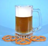 Brezeln und Bier Lizenzfreies Stockbild