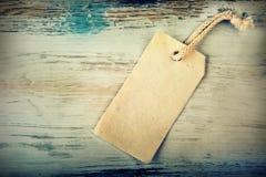Brezentowa metka z drewnianym tłem Obrazy Royalty Free