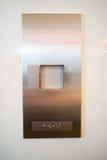 Brialle auf Aufzugsplatte für Benutzer mit Visionsunfähigkeit Stockbild