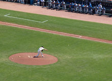 Brian Wilson throws pitch, players watch standing Stock Photography