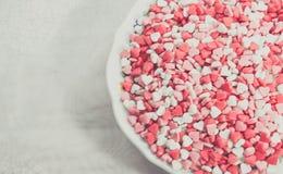 Briciole a forma di dello zucchero del cuore Fotografie Stock