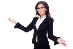 Briciolo che sorridente della donna di affari le sue braccia si aprono Fotografia Stock