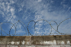 Brick wall with barbed wire Royalty Free Stock Photography
