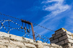 Brick wall with barbed wire Royalty Free Stock Photos